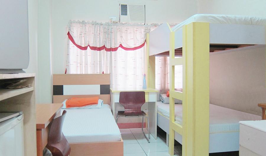 3-beds-room