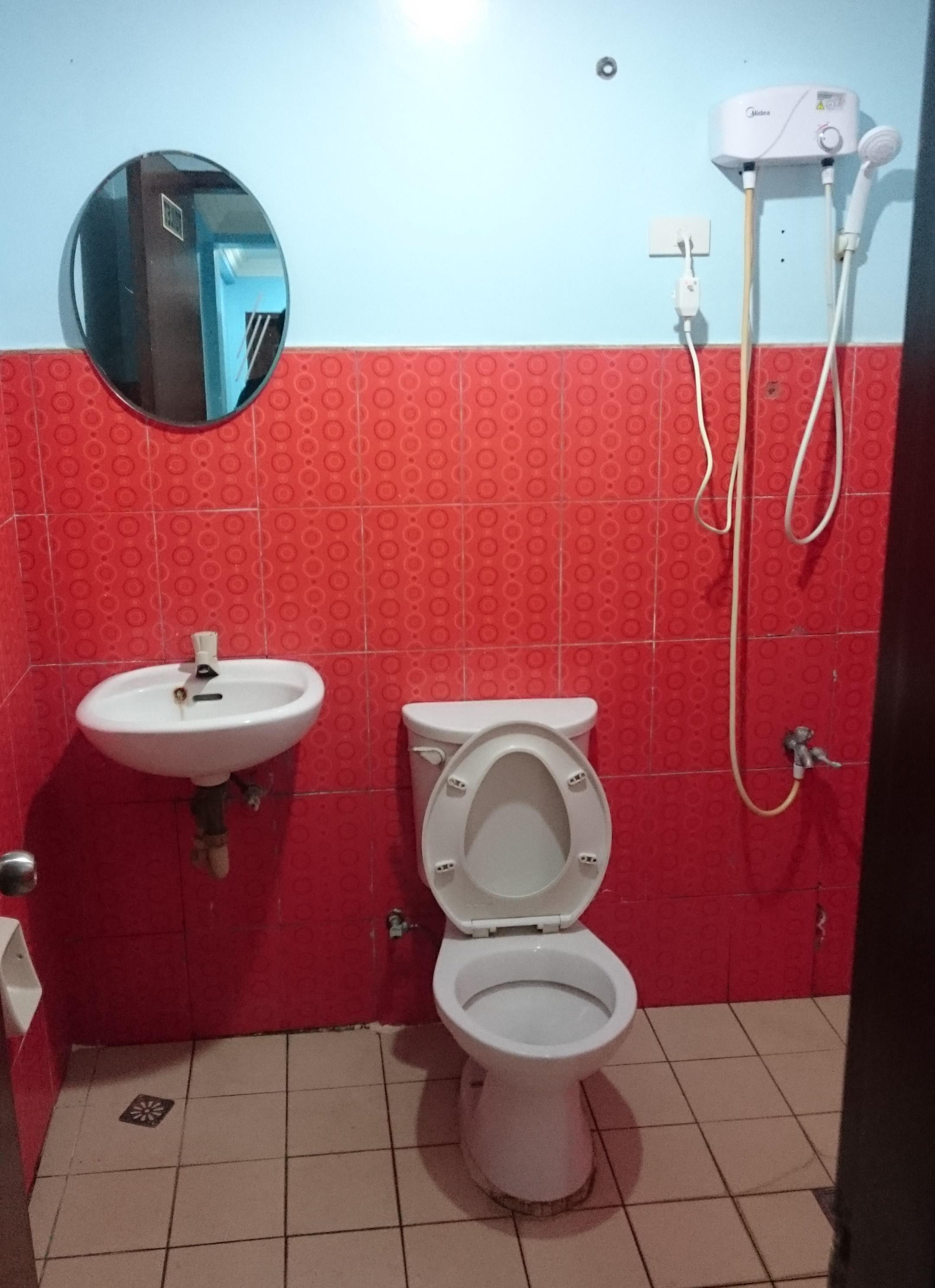 トイレとシャワーと洗面
